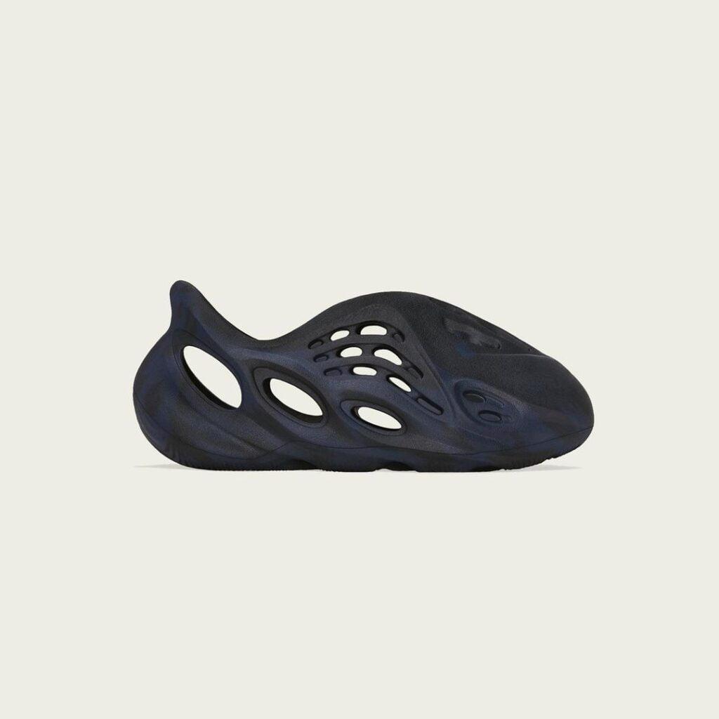 """ADIDAS YEEZY FOAM RUNNER MINERAL BLUE kids 2 Az algaklumpa visszatér: adidas YEEZY Foam Runner """"Mineral Blue"""""""