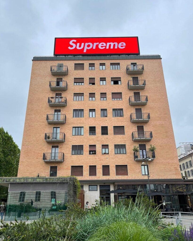 SUPREME MILANO 1 Jövő héten nyílik a milánói Supreme