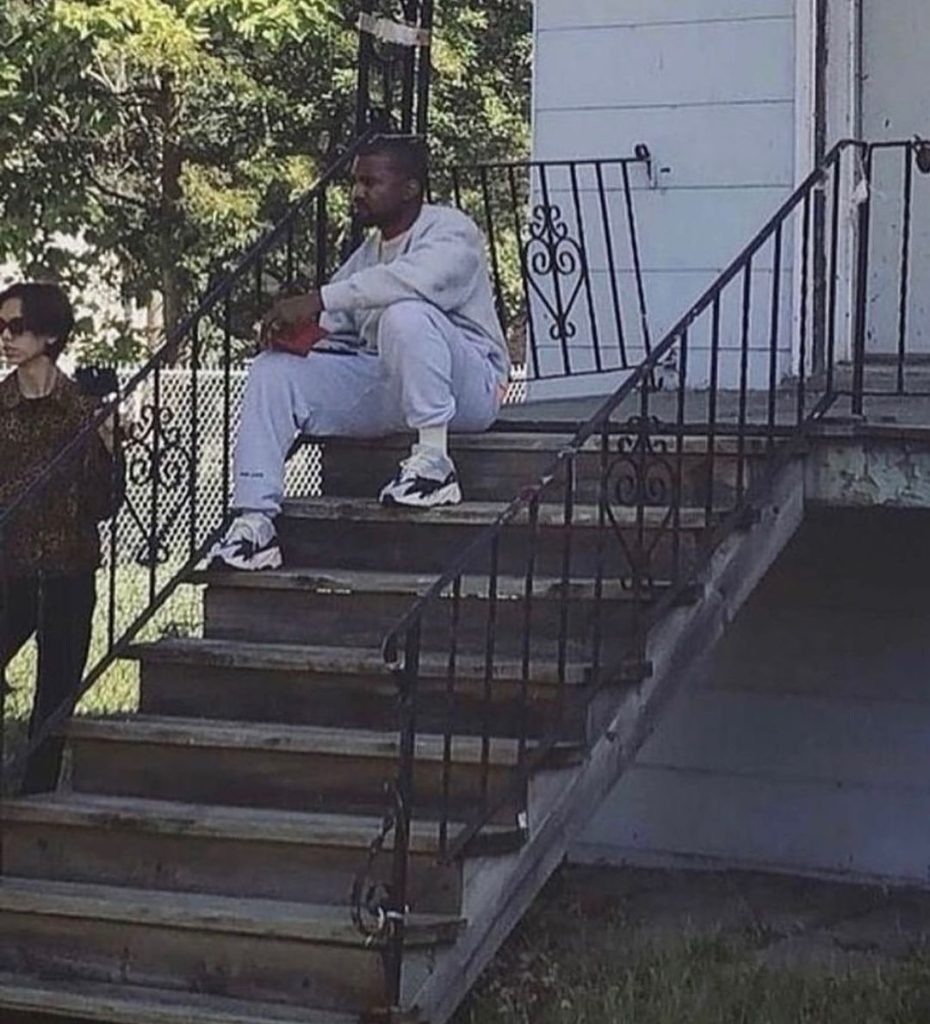 kanye house 5 Kanye éppen újraépítteti gyerekkori házának mását harmadik Donda bulira